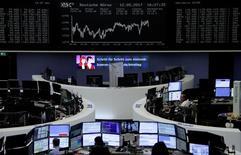 Trader al lavoro alla borsa di Francoforte, lo scorso 12 maggio. REUTERS/Staff/Remote