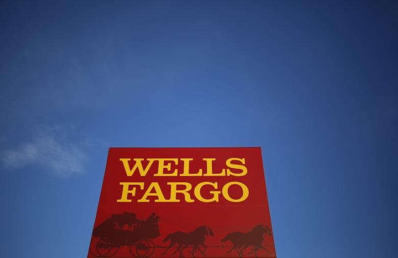 FILE PHOTO: A Wells Fargo branch is seen in the Chicago suburb of Evanston, Illinois, U.S. on February 10, 2015.  REUTERS/Jim Young/File Photo