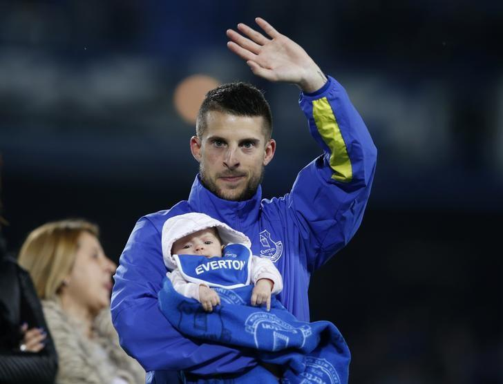 Britain Football Soccer - Everton v Watford - Premier League - Goodison Park - 12/5/17 Everton's Kevin Mirallas waves to fans as he holds a child after the game Reuters / Andrew Yates Livepic