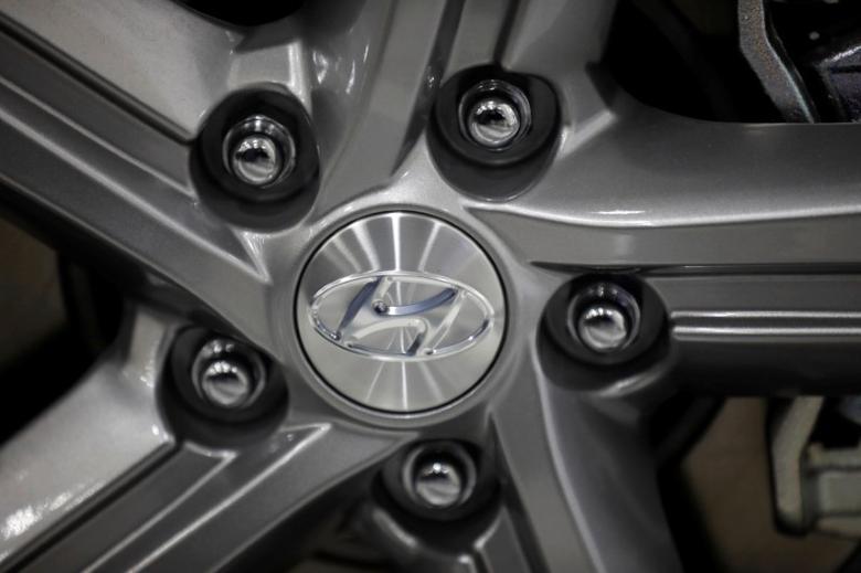The logo of Hyundai Motor is seen at its dealership in Seoul, South Korea, April 26, 2017.  REUTERS/Kim Hong-Ji