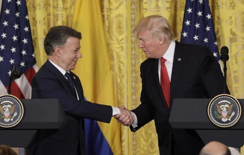 U.S. President Donald Trump shakes hands with Colombia's President Juan Manuel Santos (L) during a joint news conference with at the White House in Washington, U.S. May 18, 2017. REUTERS/Kevin Lamarque