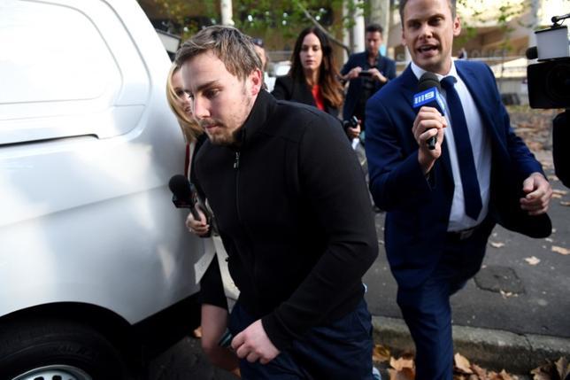 5月18日、オーストラリア警察が300人の捜査員を投入してシドニー各所で税金詐欺の一斉摘発を行ったところ、詐欺やマネーロンダリング容疑で逮捕されたのは豪国税庁(ATO)のマイケル・クランストン副長官の息子(写真)とその友人8人だった。提供写真(2017年 ロイター/AAP/Paul Miller)