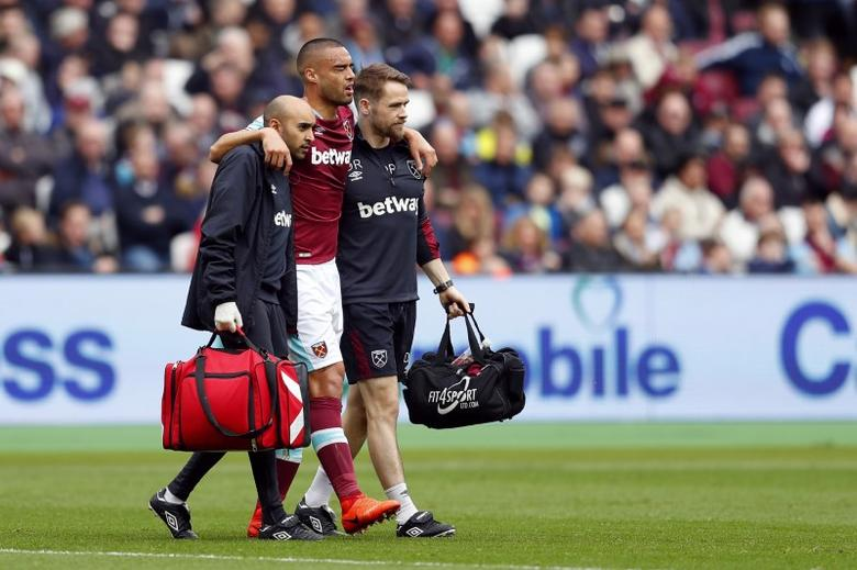 Britain Football Soccer - West Ham United v Leicester City - Premier League - London Stadium - 18/3/17 West Ham United's Winston Reid goes off injured Reuters / Peter Nicholls Livepic