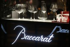 Le fonds Starwood Capital a engagé la cession de la cristallerie Baccarat, qui pourrait être rachetée par un groupe chinois, rapporte vendredi l'Agefi. /Photo d'archives/REUTERS/Jacky Naegelen