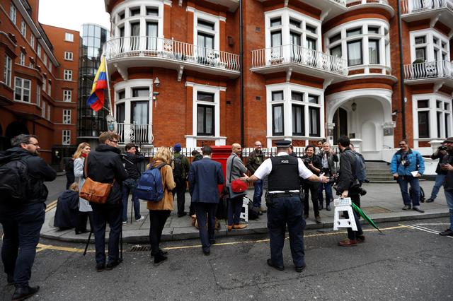 Journalists are seen outside the Ecuadorian embassy in London where WikiLeaks founder Julian Assange is taking refuge, London, Britain, May 19, 2017. REUTERS/Peter Nicholls