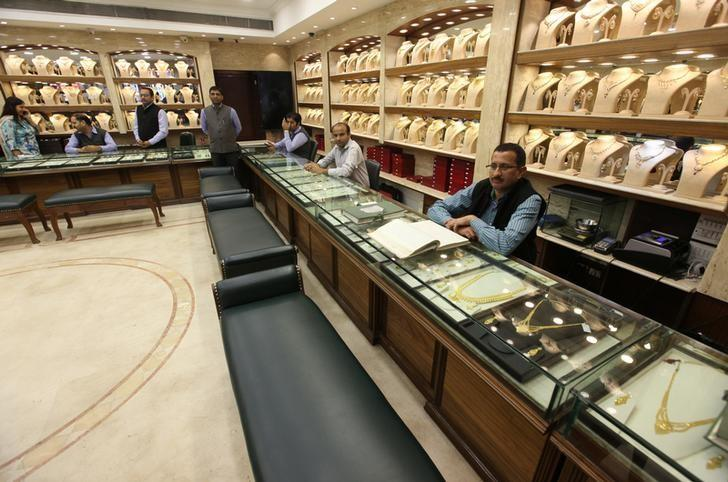 Sales persons wait for customers at a gold jewelry showroom in Chandigarh, November 9, 2016. REUTERS/Ajay Verma
