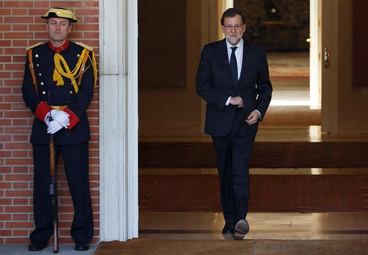 Spain's Prime Minister Mariano Rajoy leaves his office as he waits for the arrival of Costa Rica's President Luis Guillermo Solis at Moncloa Palace in Madrid, Spain, May 8, 2017. REUTERS/Sergio Perez