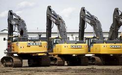 Техника Deere. Компания Deere & Co отчиталась в пятницу о большей, чем ожидалось, квартальной прибыли, зафиксировав рост продаж впервые за последние 13 кварталов благодаря улучшению спроса на ее сельскохозяйственное и строительное оборудование.  REUTERS/Rick Wilking