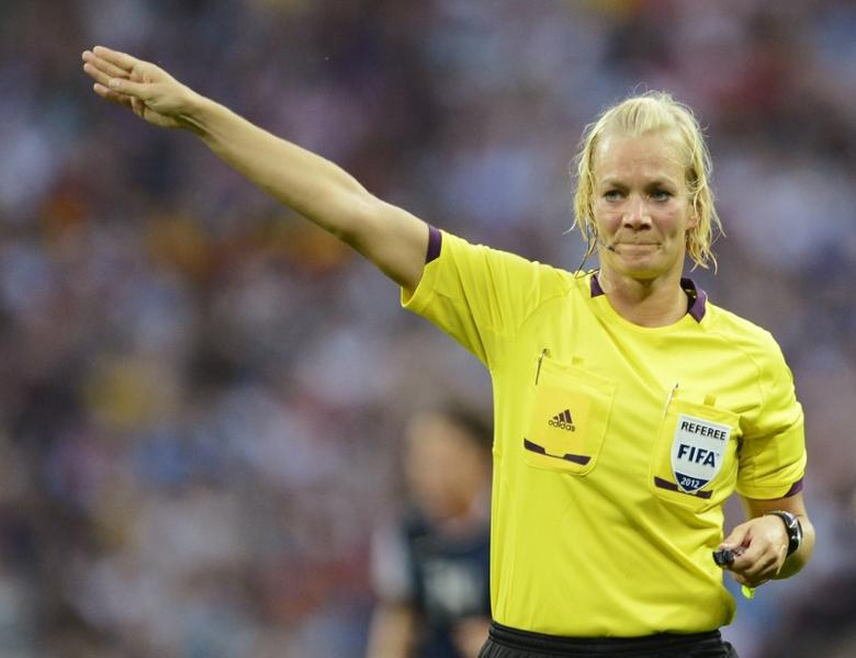 Bibiana Steinhaus of Germany officiates in the women's final soccer match featuring the U.S. against Japan at the London 2012 Olympic Games in London at Wembley Stadium, August 9, 2012.    REUTERS/Nigel Roddis