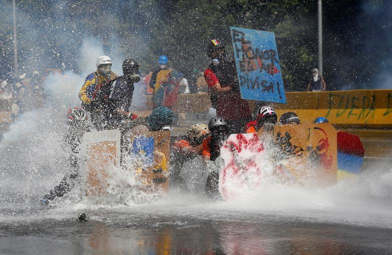 Shields of protest | Reuters com