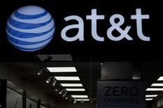 Environ 37.000 salariés d'AT&T, soit moins de 14% de l'effectif total du deuxième opérateur mobile aux Etats-Unis, ont entamé vendredi une grève de trois jours après l'échec de négociations contractuelles avec la direction. /Photo d'archives/REUTERS/Stephanie Keith