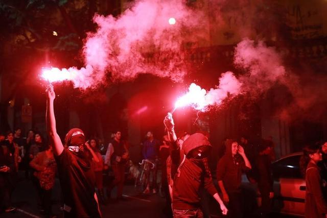 Demonstrators protest against Brazil's President Michel Temer in Porto Alegre, Brazil, May 18, 2017.  REUTERS/Diego Vara