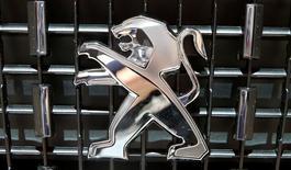 Le ministère de l'Economie a annoncé dimanche que les constructeurs automobiles français PSA et Renault s'étaient engagés à augmenter leurs commandes auprès de l'équipementier GM&S Industry de la Souterraine (Creuse) afin d'assurer la continuité de l'exploitation. /Photo d'archives/REUTERS/Arnd Wiegmann