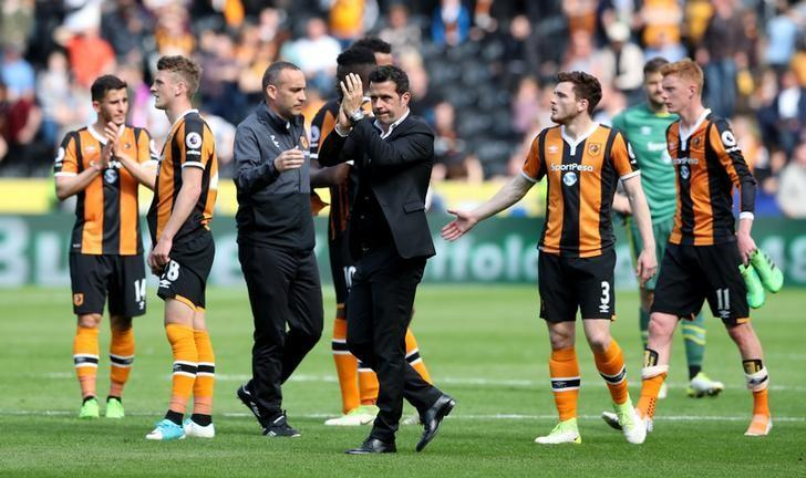 Britain Football Soccer - Hull City v Tottenham Hotspur - Premier League - The Kingston Communications Stadium - 21/5/17 Hull City manager Marco Silva applauds fans after the match Reuters / Scott Heppell/ Livepic
