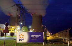 EDF a repoussé l'objectif d'abaisser à moins de 50% la part du nucléaire dans la production électrique à 2050 alors que le nouveau gouvernement français souhaite atteindre ce seuil dès 2025, selon les informations de BFMTV publiées lundi. /Photo d'archives/REUTERS/Régis Duvignau
