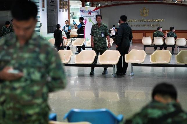 5月22日、タイの首都バンコクの病院で爆発があり、24人が負傷した。22日は2014年の軍事クーデターから3年目の節目にあたる。写真は爆発があった病院内、22日バンコクで撮影(2017年 ロイター/Athit Perawongmetha)