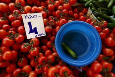 A card showing the price of tomatoes is seen at a bazaar in Istanbul, Turkey January 30, 2016. Inflation has become Turkey's biggest economic challenge, hitting the pockets of ordinary people even as President Tayyip Erdogan and the ruling party have built their reputation largely on economic growth and stability. Picture taken January 30, 2016. REUTERS/Murad Sezer