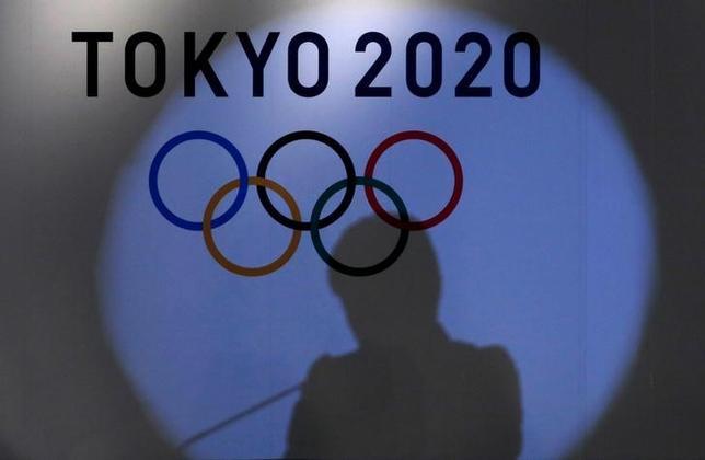 5月22日、2020年東京五輪・パラリンピック組織委員会は、大会マスコットのデザインを一般公募し、全国の小学生の投票でデザインを決めると発表した。写真は2020年東京五輪のロゴ。東京で2016年9月撮影(2017年 ロイター/Toru Hanai)