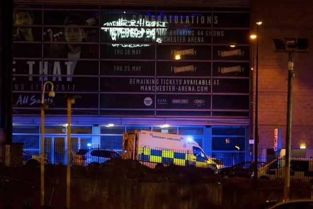 5月22日、英マンチェスターのコンサート会場で起きた爆発について、米当局者2人が匿名を条件に、現時点で1人の自爆犯が引き起こしたものと考えられると述べた(2017年 ロイター/Jon Super)
