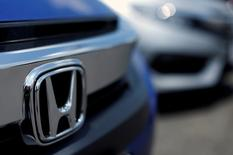 The Honda logo is seen on a new Civic model on a dealer's lot in Silver Spring, Maryland, U.S. June 1, 2016. REUTERS/Gary Cameron/File Photo