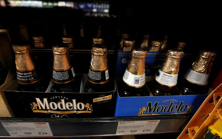 Modelo beers are pictured at a BevMo! store ahead of Constellation Brands Inc company results in Pasadena, California U.S., October 4, 2016.  REUTERS/Mario Anzuoni