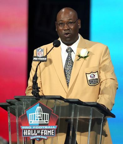 FILE PHOTO: Former Seattle Seahawk Cortez Kennedy speaks during his acceptance into the Pro Football Hall of Fame in Canton, Ohio, U.S., on August 4, 2012. REUTERS/Aaron Josefczyk/File Photo