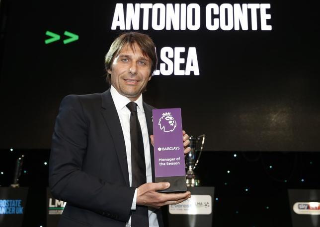 5月23日、サッカーのイングランド・プレミアリーグ、チェルシーのアントニオ・コンテ監督(47)が22日、同リーグ監督協会(LMA)が選ぶ年間最優秀監督賞に輝いた。22日撮影(2017年 ロイター)