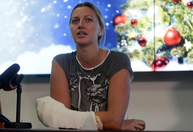 5月23日、女子テニスのウィンブルドン選手権を2度優勝した経験を持つペトラ・クビトバ(チェコ)の復帰が近づいている。昨年12月に、自宅へ侵入した男にナイフで襲われ、左手を負傷していた。2016年12月撮影(2017年 ロイター/David WCerny)