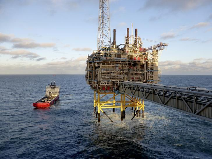Oil and gas company Statoil gas processing and CO2 removal platform Sleipner T is pictured in the offshore near the Stavanger, Norway, February 11, 2016. REUTERS/Nerijus Adomaitis/Files