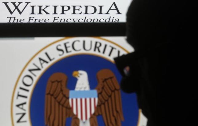 5月23日、米連邦控訴裁判所は、オンライン百科事典「ウィキペディア」が米国家安全保障局(NSA)のオンライン監視プログラムについて、憲法の保障するプライバシー権や表現の自由を侵害しているとし、NSAを相手取って起こした訴訟について、訴えを棄却した一審の判断を破棄した。写真は2015年3月、サラエボで撮影(2017年 ロイター/Dado Ruvic)