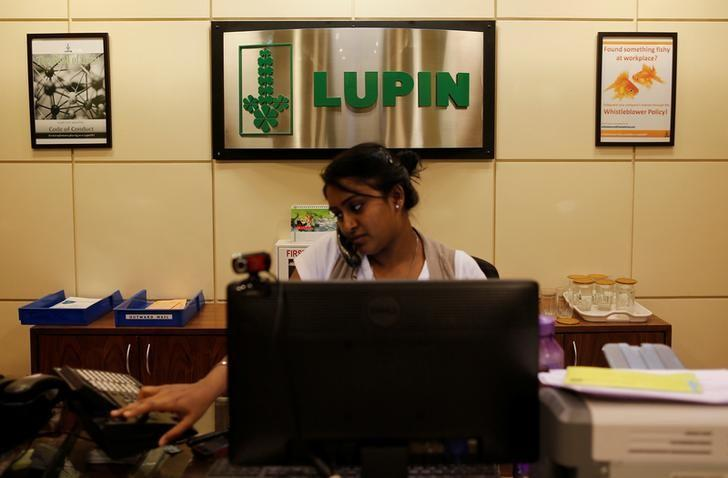 FILE PHOTO: An employee of Lupin Limited works at a reception at their headquarters in Mumbai November 22, 2013.   REUTERS/Danish Siddiqui/File Photo