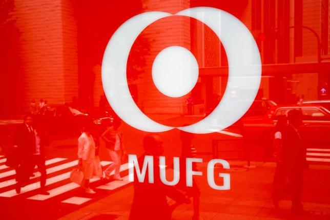5月24日、三菱UFJフィナンシャル・グループ(MUFG)は、傘下の三菱東京UFJ銀行の頭取に三毛兼承副頭取が就き、小山田隆頭取が退任する人事を正式発表した。写真は同グループのロゴマーク。都内で2016年5月撮影(2017年 ロイター/Thomas Peter)