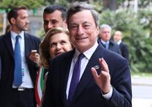 """Les effets secondaires des instruments non-conventionnels de politique monétaire mis en place par la Banque centrale européenne (BCE) restent """"contenus"""" et il n'y a donc aucune raison de changer d'orientation, a déclaré mercredi son président, Mario Draghi. /Photo prise le 11 mai 2017/REUTERS/Alessandro Bianchi"""