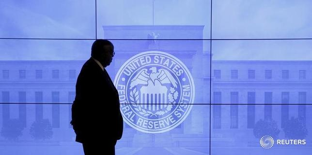 5月24日、米連邦準備理事会(FRB)が公表した5月2-3日の米連邦公開市場委員会(FOMC)の議事要旨によると、参加した政策当局者は最近の経済指標の弱含みが一時的とするだけの証拠が得られるまで利上げは待つべきだとの考えで一致した。2016年3月撮影(2017年 ロイターKevin Lamarque)