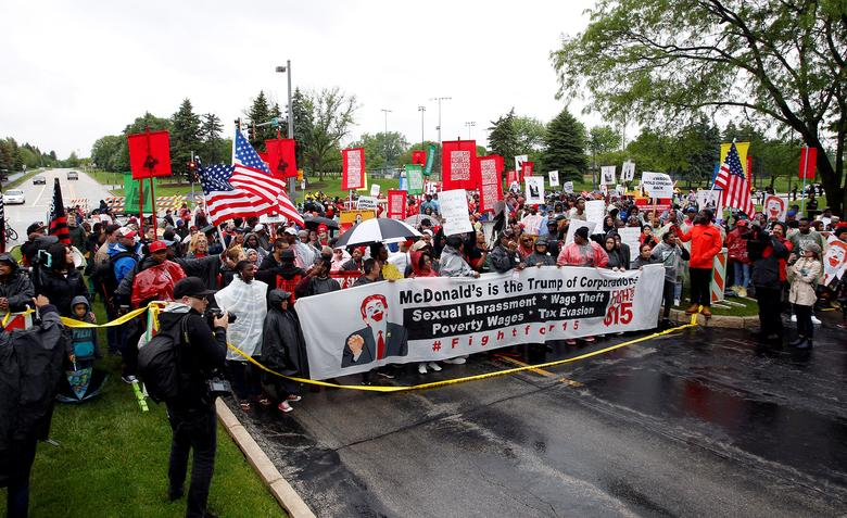 "Cooks, cashiers and other minimum wage earners join anti-Trump activists on a march for an increase in the minimum wage to $15/hour during a ""March on McDonald's"" in Oak Brook, Illinois, U.S., May 24, 2017. Hundreds of McDonald's employees from Pennsylvania, Ohio, Michigan and Missouri marched outside the site of McDonald's' annual shareholders meeting chanting slogans and carrying signs asking to raise the minimum wage to $15 per hour. REUTERS/Frank Polich"
