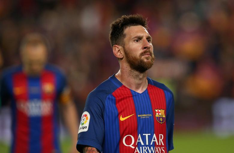 Football Soccer - FC Barcelona v Eibar - Spanish Liga Santander - Nou Camp, Barcelona, Spain - 21/5/17 Barcelona's Lionel Messi looks dejected after the match Reuters / Albert Gea