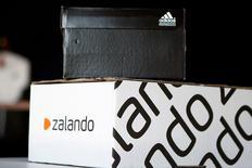 Zalando, à suivre en Europe. Global Founders a cédé 3,78% du capital du groupe allemand de commerce électronique, ramenant sa participation à 4,99%. /Photo d'archives/REUTERS/Axel Schmidt