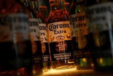 Brown-Forman a dit ne pas être à vendre, réagissant ainsi à une information rapportée mardi par la chaîne CNBC disant que Constellation Brands, le propriétaire des marques de bière Corona et Modelo, avait proposé de racheter l'entreprise. /Photo prise le 27 janvier 2017/REUTERS/Henry Romero