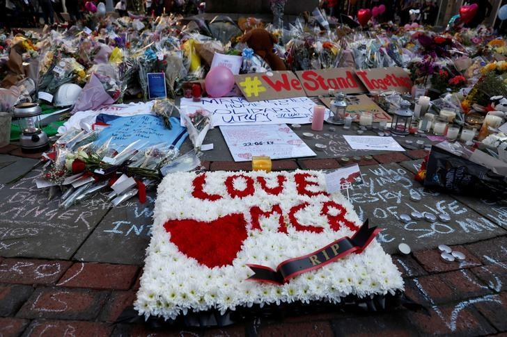 Flowers and messages of condolence are left for the victims of the Manchester Arena attack, in central Manchester, Britain May 25, 2017. REUTERS/Stefan Wermuth
