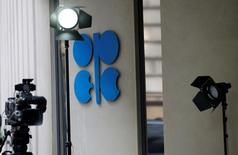 Opec estende tagli produzione greggio di nove mesi .  REUTERS/Leonhard Foeger