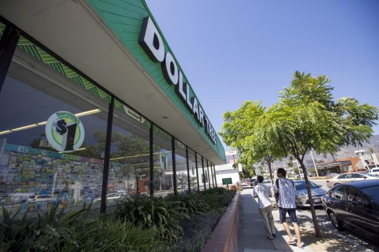 People walk by a Dollar Tree store in Pasadena, California August 31, 2015. REUTERS/Mario Anzuoni