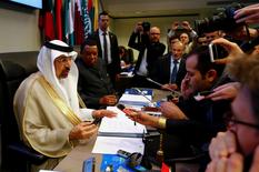 OPEC President, Saudi Arabia's Energy Minister Khalid al-Falih, and OPEC Secretary General Mohammad Barkindo talk to journalists before the beginning of a meeting of the Organization of the Petroleum Exporting Countries (OPEC) in Vienna, Austria, May 25, 2017.  REUTERS/Leonhard Foeger