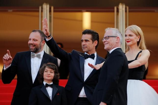70th Cannes Film Festival - Screening of the film ''The Killing of a Sacred Deer'' in competition - Red Carpet Arrivals - Cannes, France. 22/05/2017. (L-R) Director Yorgos Lanthimos, cast members Sunny Suljic, Colin Farrell, Nicole Kidman, Cannes Film Festival general delegate Thierry Fremaux pose.    REUTERS/Stephane Mahe