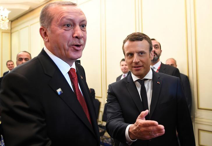 French President Emmanuel Macron (R) and Turkish President Recep Tayyip Erdogan speak ahead of a meeting on the sidelines of the NATO summit in Brussels, Belgium, May 25, 2017.   REUTERS/Eric Feferberg/Pool