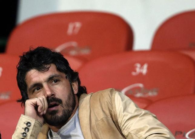 5月25日、サッカーの元イタリア代表MFジェンナロ・ガットゥーゾ氏(39)は、現役時代に13シーズン過ごしたイタリア・セリエAのACミランにユースチームの指導者として復帰することを発表した。2013年5月撮影(2017年 ロイター/DenisBalibouse)