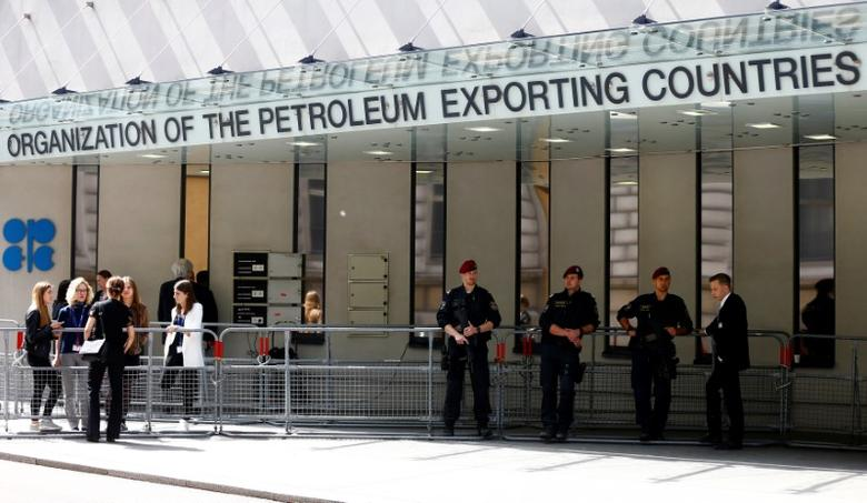 Austrian police officers and journalists wait outside the headquarters of the Organization of the Petroleum Exporting Countries (OPEC) in Vienna, Austria May 24, 2017.  REUTERS/Leonhard Foeger