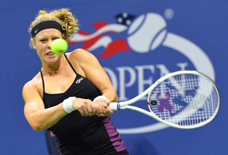 Sept 3, 2016; New York, NY, USA; Laura Siegemund of Germany hits to Venus Williams of the USA on day six of the 2016 U.S. Open tennis tournament at USTA Billie Jean King National Tennis Center. Mandatory Credit: Robert Deutsch-USA TODAY Sports