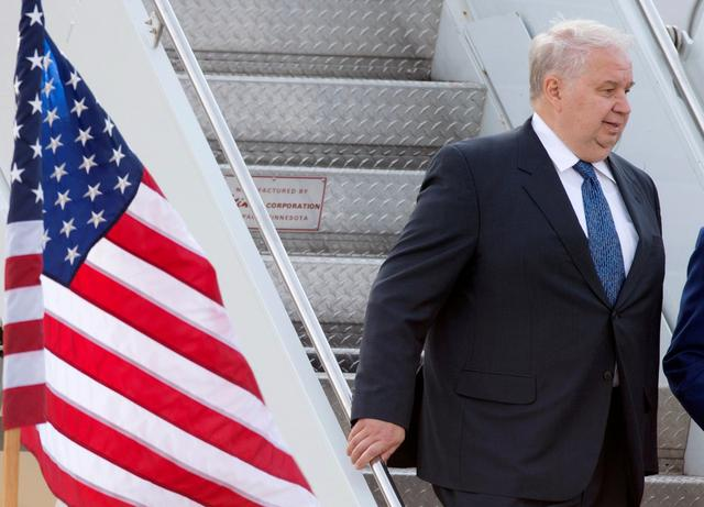 FILE PHOTO: Sergey Kislyak, Russia's ambassador to the United States, arrives at Dulles International Airport in Chantilly, Virginia, U.S., May 18, 2012.  REUTERS/Joshua Roberts/Files
