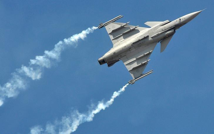 FILE PHOTO: A SAAB Gripen fighter plane flies during the Aero India show at the Yelahanka Air Force Station in Bengaluru, India, February 15, 2017. REUTERS/Abhishek N. Chinnappa/File Photo