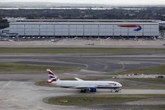 A Heathrow. La compagnie British Airways a dû annuler la totalité de ses vols pour la journée de samedi au départ des deux principaux aéroports de Londres en raison d'une panne informatique généralisée responsable de nombreux retards. /Photo d'archives/REUTERS/Stefan Wermuth